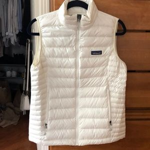 Never worn Patagonia puff vest in white